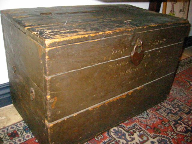 primitive wood blanket chest metal heart padlock american trunk for sale. Black Bedroom Furniture Sets. Home Design Ideas