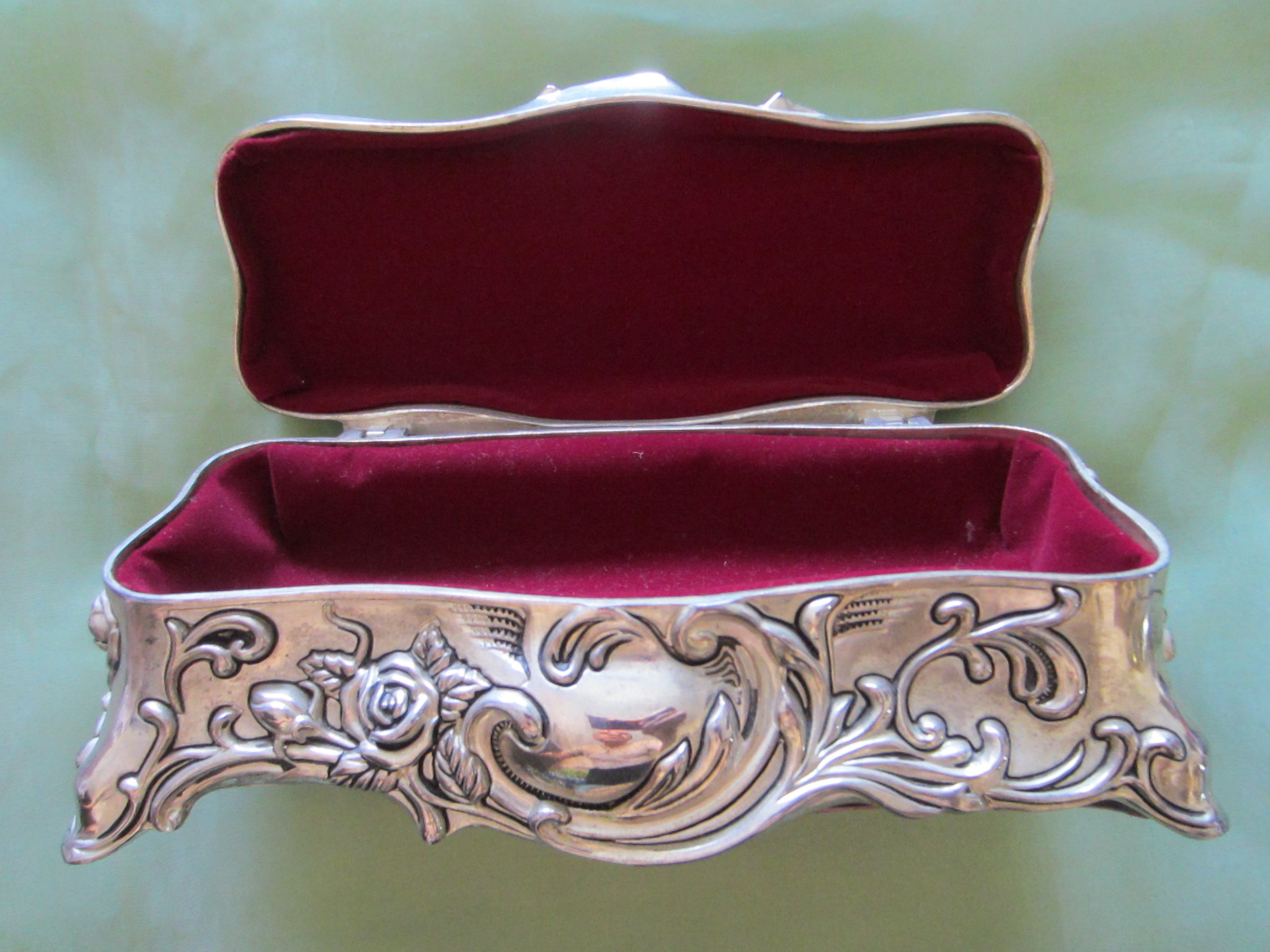 Reply))) )))))))))) Vintage antique metal jewelry boxes
