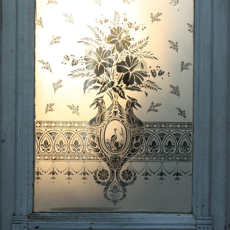 "Antique 19th Century 32"" Door with Figural Etched Glass, Heron & Birds with  Daffodils NED93 - For Sale - Antique 19th Century 32"" Door With Figural Etched Glass, Heron"