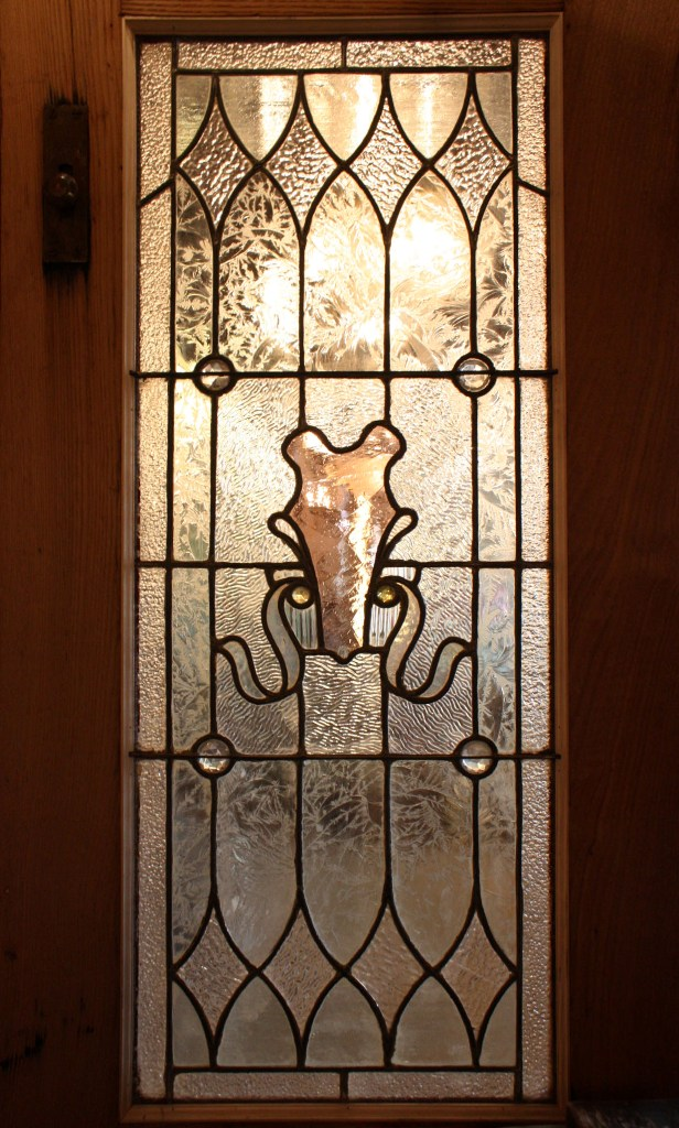 Splendid Antique Pair of Chestnut Doors with Stained Glass, Early 1900's  NEDD7-RW - For Sale - Splendid Antique Pair Of Chestnut Doors With Stained Glass, Early