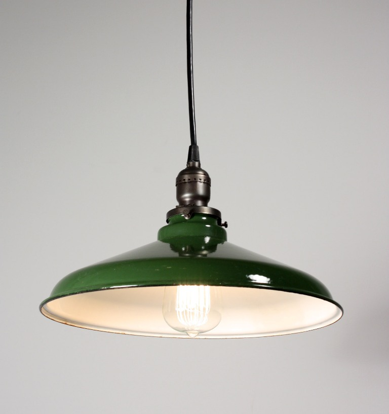 Antique industrial pendant light with green enamel for Industrial bulb pendant