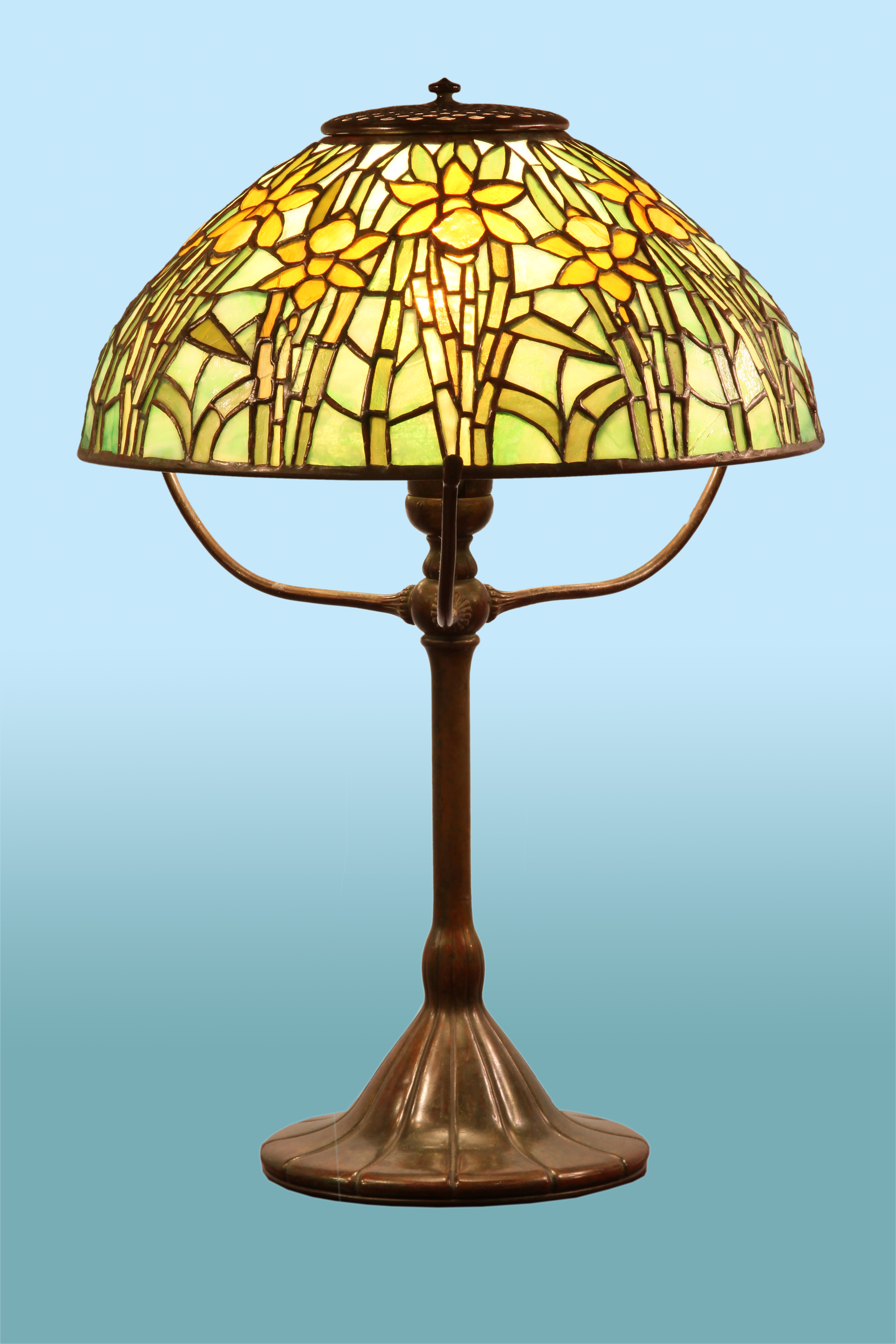 tiffany daffodil table lamp for sale classifieds. Black Bedroom Furniture Sets. Home Design Ideas