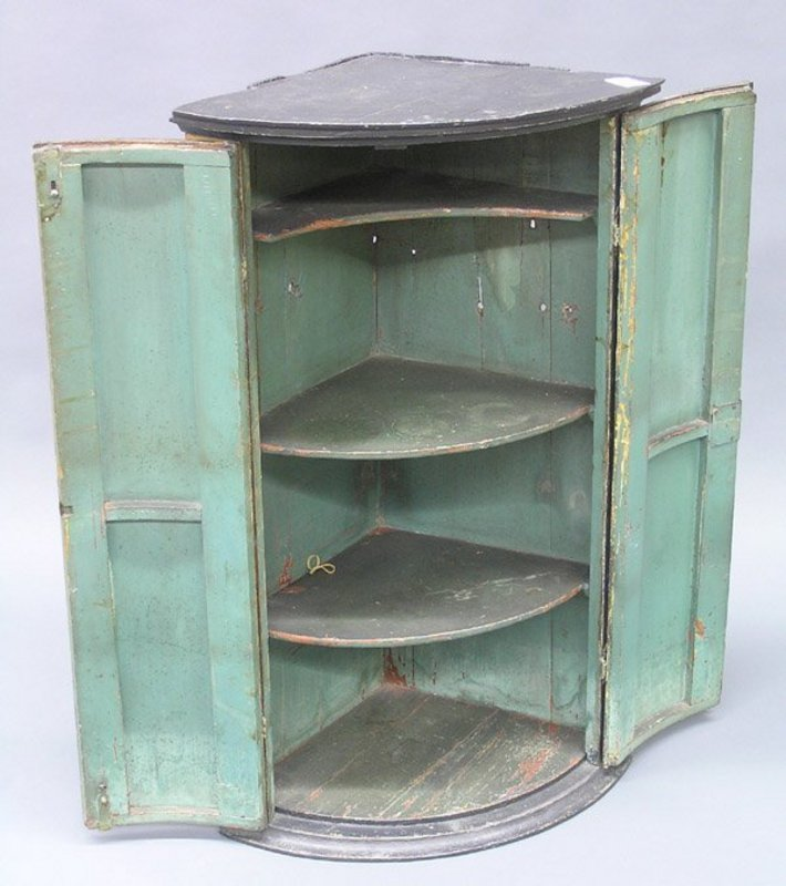 19th Century Continental Quarter-Round Corner Cabinet - For Sale - 19th Century Continental Quarter-Round Corner Cabinet For Sale