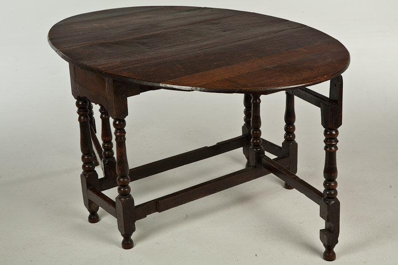 18th Century English Oak Gate Leg Table For Sale