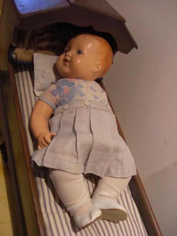 dealer Vintage doll