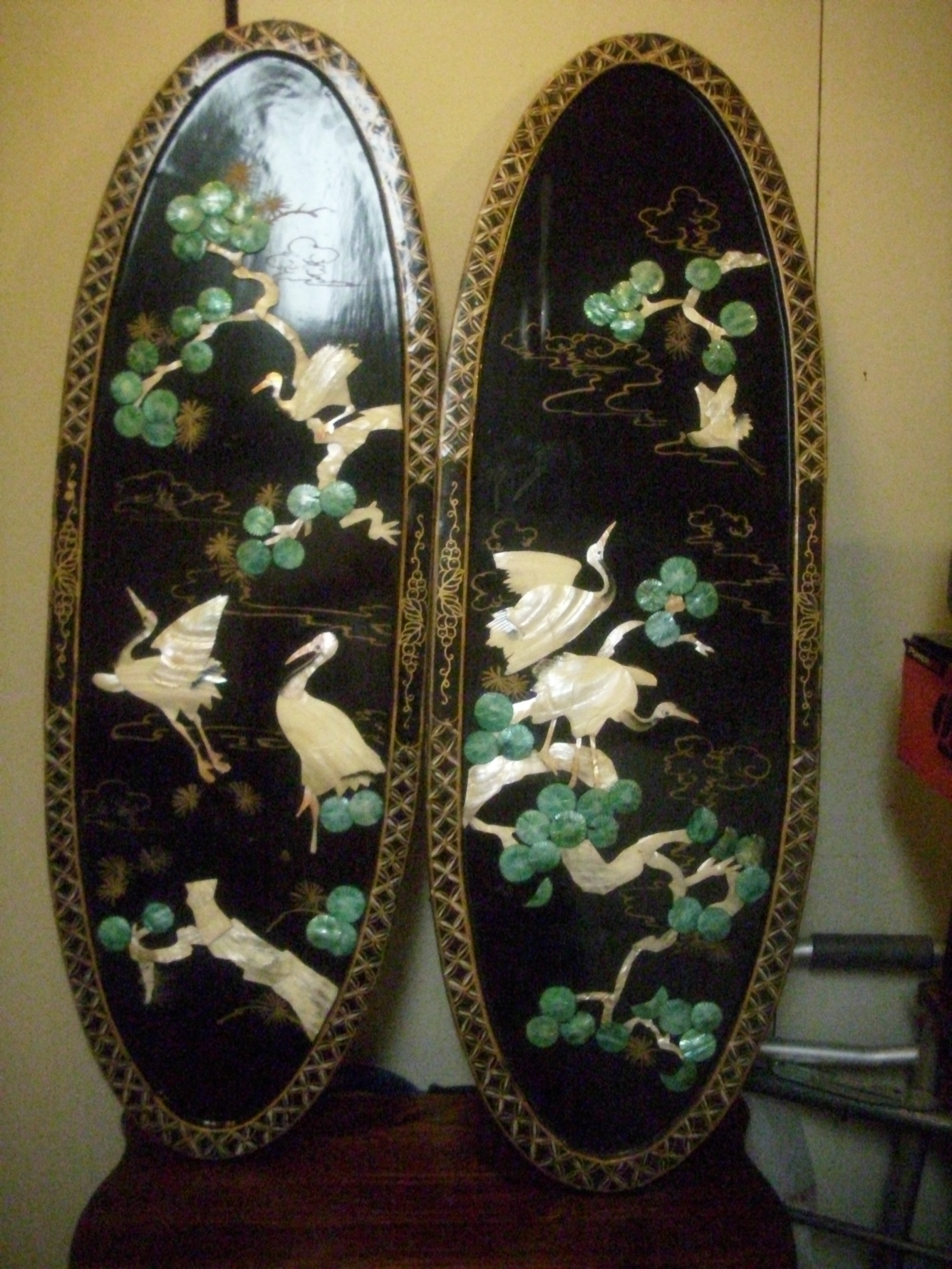 vintage black lacquered chinese carved shell mother of. Black Bedroom Furniture Sets. Home Design Ideas