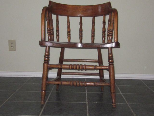 OAK PEDESTAL TABLE AND 4 TURN OF THE CENTURY CAPTAINu0027S CHAIRS   For Sale