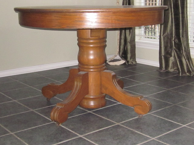 OAK PEDESTAL TABLE AND 4 TURN OF THE CENTURY CAPTAINS  : ori387515626337161131310IMG0040 from www.antiques.com size 640 x 480 jpeg 101kB