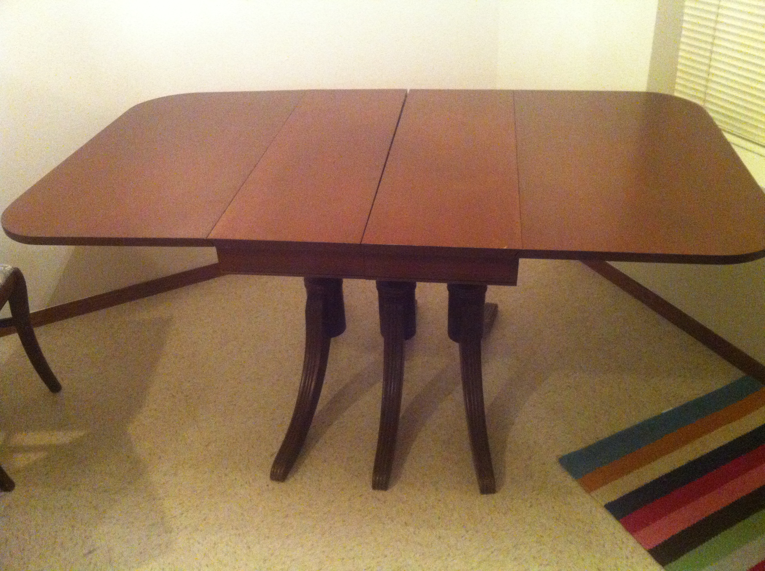 Duncan Phyfe Table with 2 Leaves and 4 Chairs For Sale ...