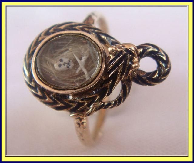 ANTIQUE C1700 GOLD MEMORIAL SNAKE SKULL CROSSBONES RING For Sale