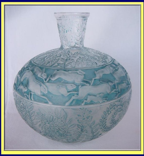 R Lalique Lievres Rabbits Hares Blue Glass Vase 1923 For Sale