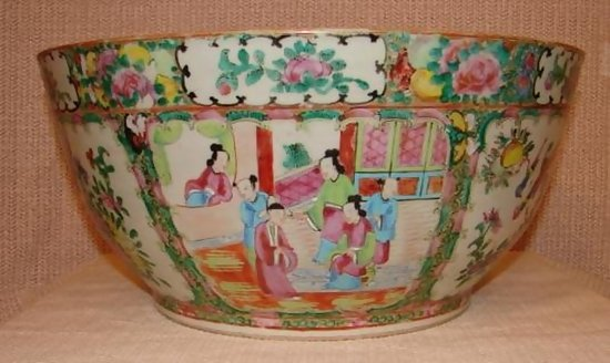 C 1880 Chinese Export Rose Medallion Large Bowl For Sale