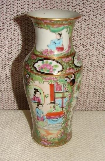 C 1840 Chinese Export Rose Medallion Vase 7 1 2 Quot H For Sale Antiques Com Classifieds