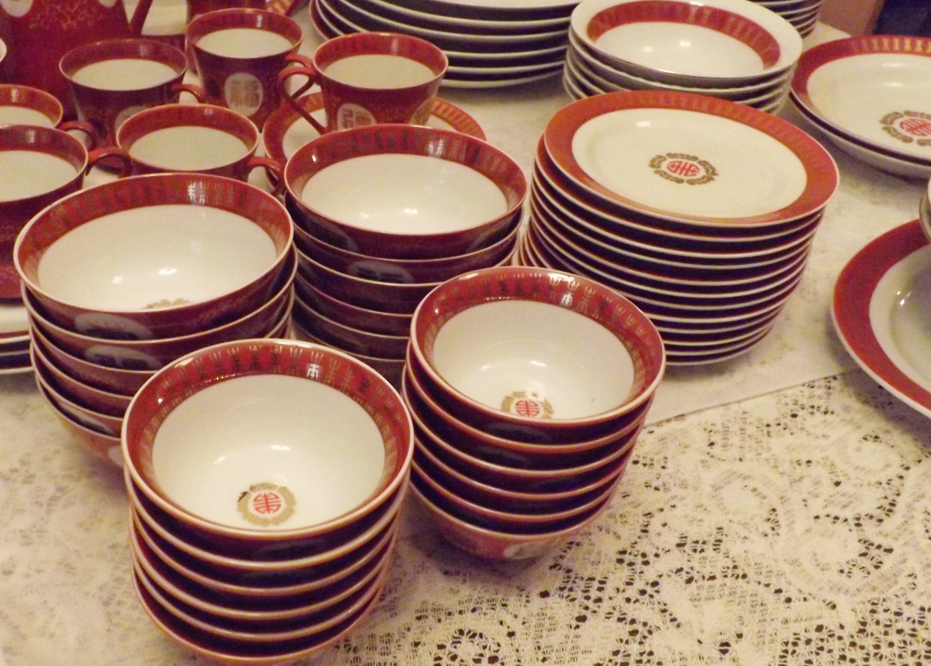 Extensive porcelain dinnerware set with multiple serving and hostess pieces. Orange and white with a gold design and gold edge trim. Pointed Chinese symbol ... & 60u0027s Taiwan Taipei 162 pc Oriental Porcelain Dinnerware Set For Sale ...