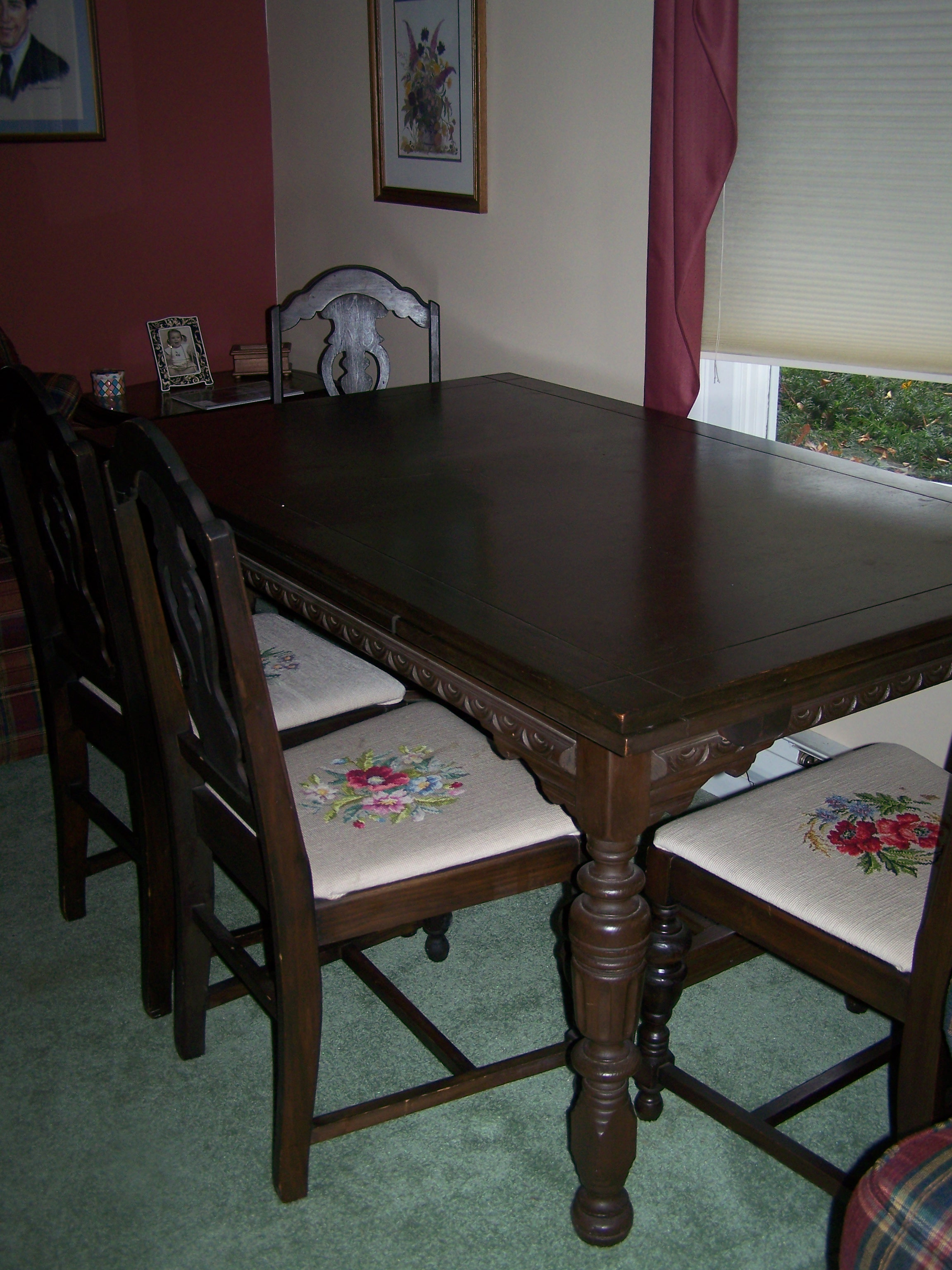 Circa 1940 Mahogany Dining Table With 4 Chipendale Style