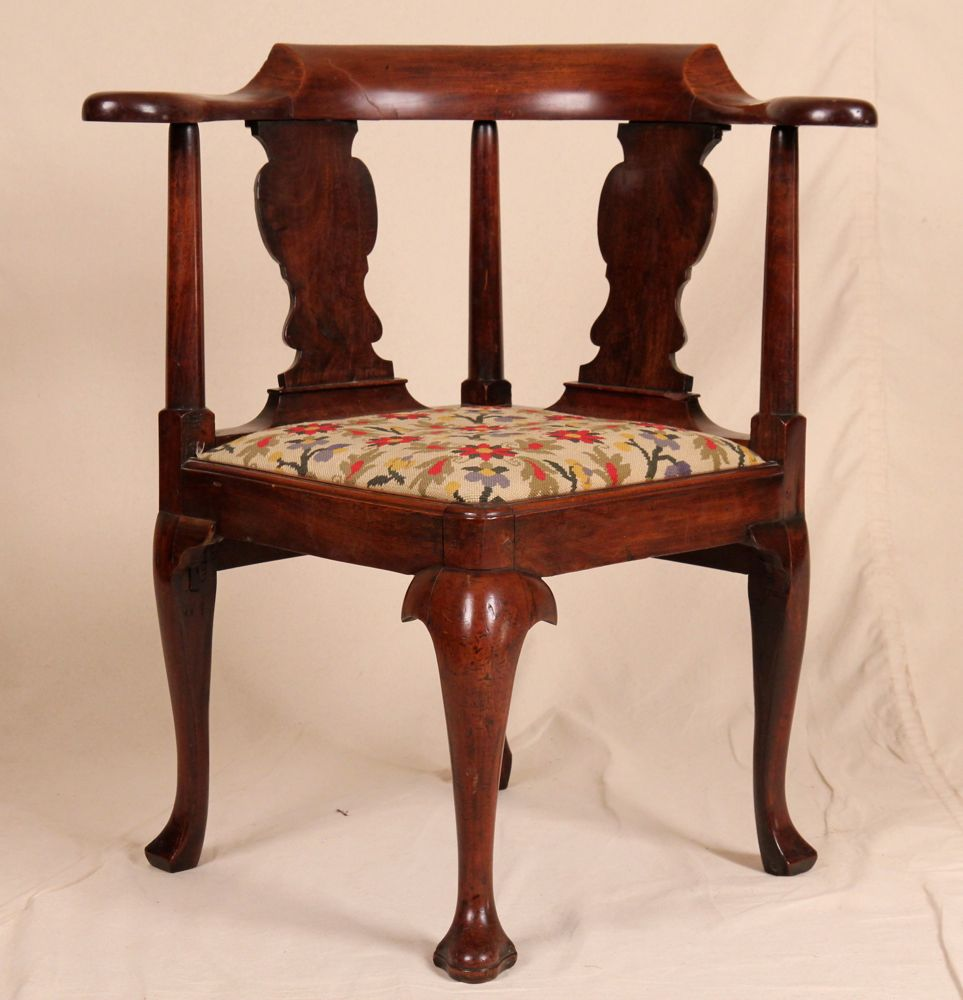 Queen Anne English Antique Mahogany Pad Feet Late 18th Century Corner Chair  - For Sale - Queen Anne English Antique Mahogany Pad Feet Late 18th Century
