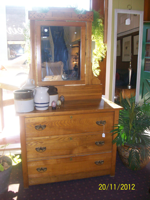 antique american oak early 1800 39 s 3 drawer dresser and mirror for sale classifieds. Black Bedroom Furniture Sets. Home Design Ideas
