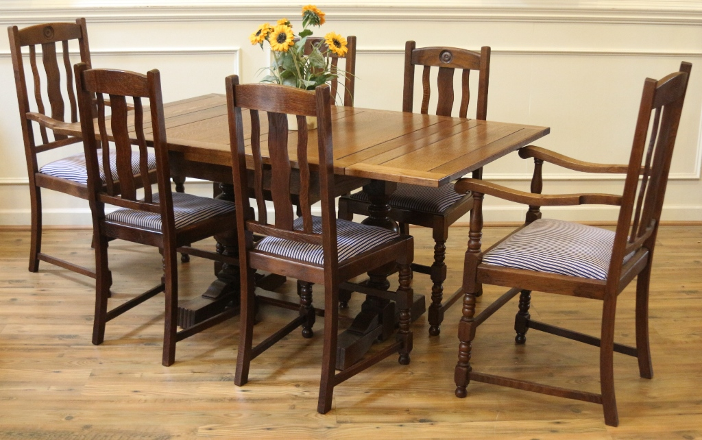 Antique English Oak Pub Table And Chairs Dining Set Draw Leaf Extending Table 4 Side Chairs 2 Arm Chairs Art Deco 1920 S For Sale Antiques Com Classifieds