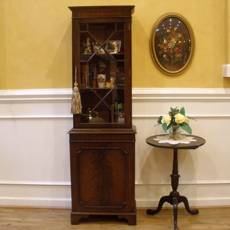 Marvelous Vintage English Flame Mahogany Small Curio Cabinet, Bookcase, Display.    For Sale