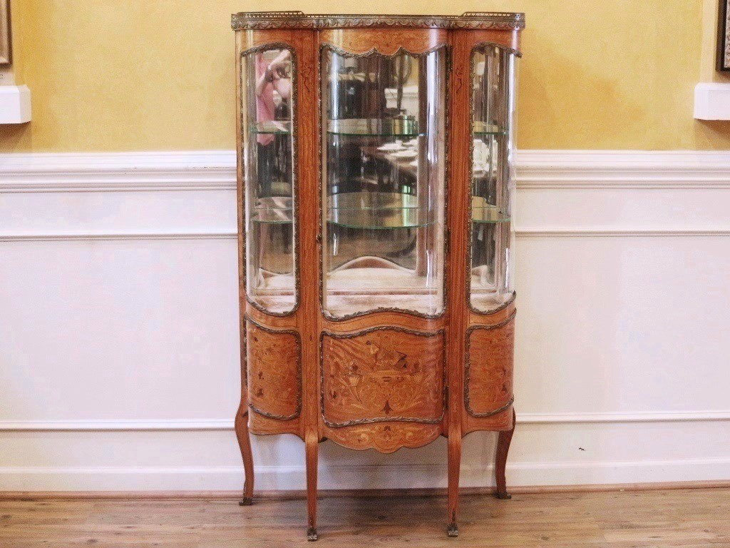 Exquisite antique French vitrine china, curio cabinet in the style of Louis  XV and dating back to the late 1800's. - Antique French Inlaid Marquetry Louis XV Style Vitrine, Curio, China