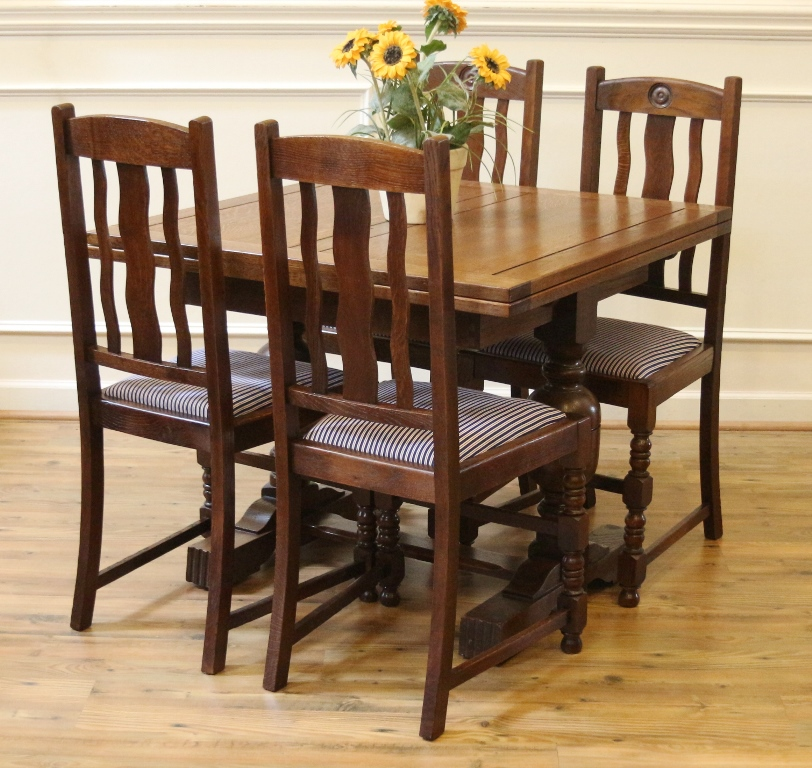 Antique English Oak Pub Table And Chairs Dining Set Draw