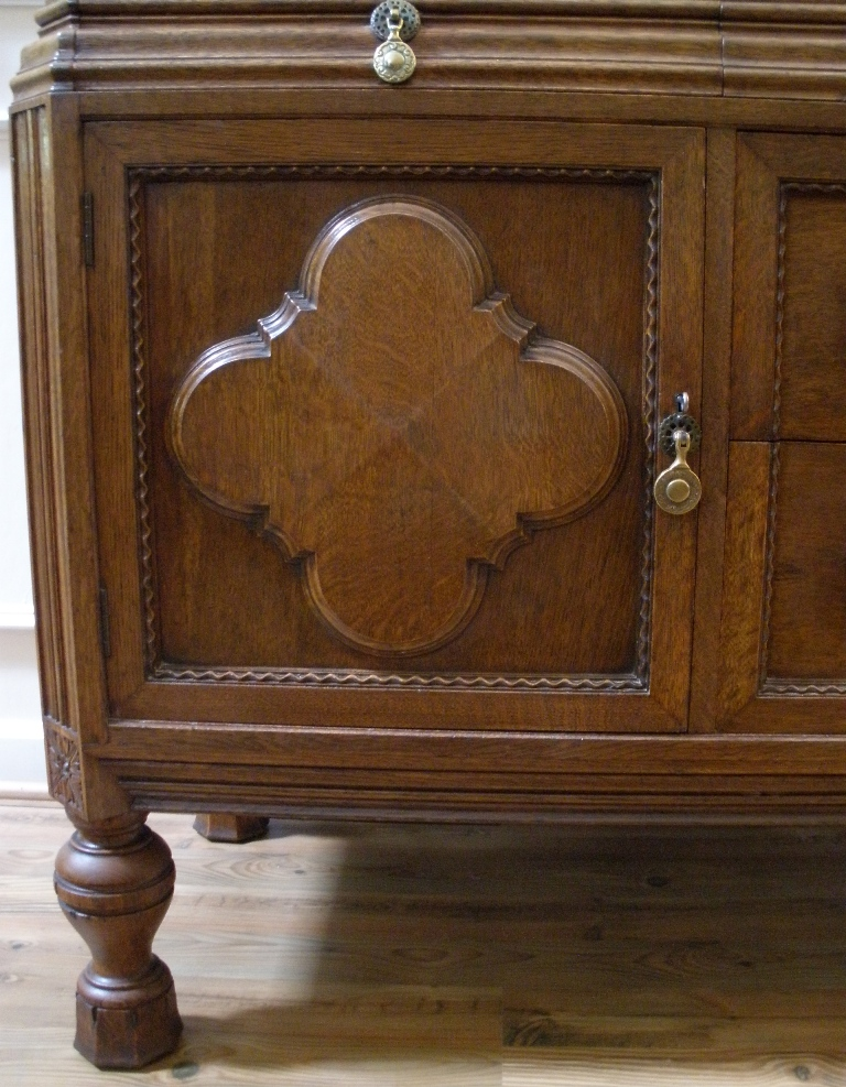 dating antique sideboards Combining form and function has never looked so good secure your desk or drawers in style with our antique locks and keys replace old or broken cabinet locks, lost clock keys or update worn furniture drawers with new keyhole escutcheons.