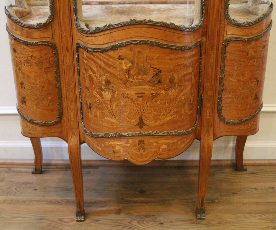 Antique French Inlaid Marquetry Louis XV Style Vitrine, Curio, China Cabinet.  19th Century.   For Sale