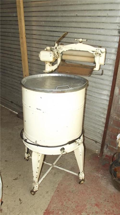1950 Washing Machine ~ Washing machine and wringer retro s for sale
