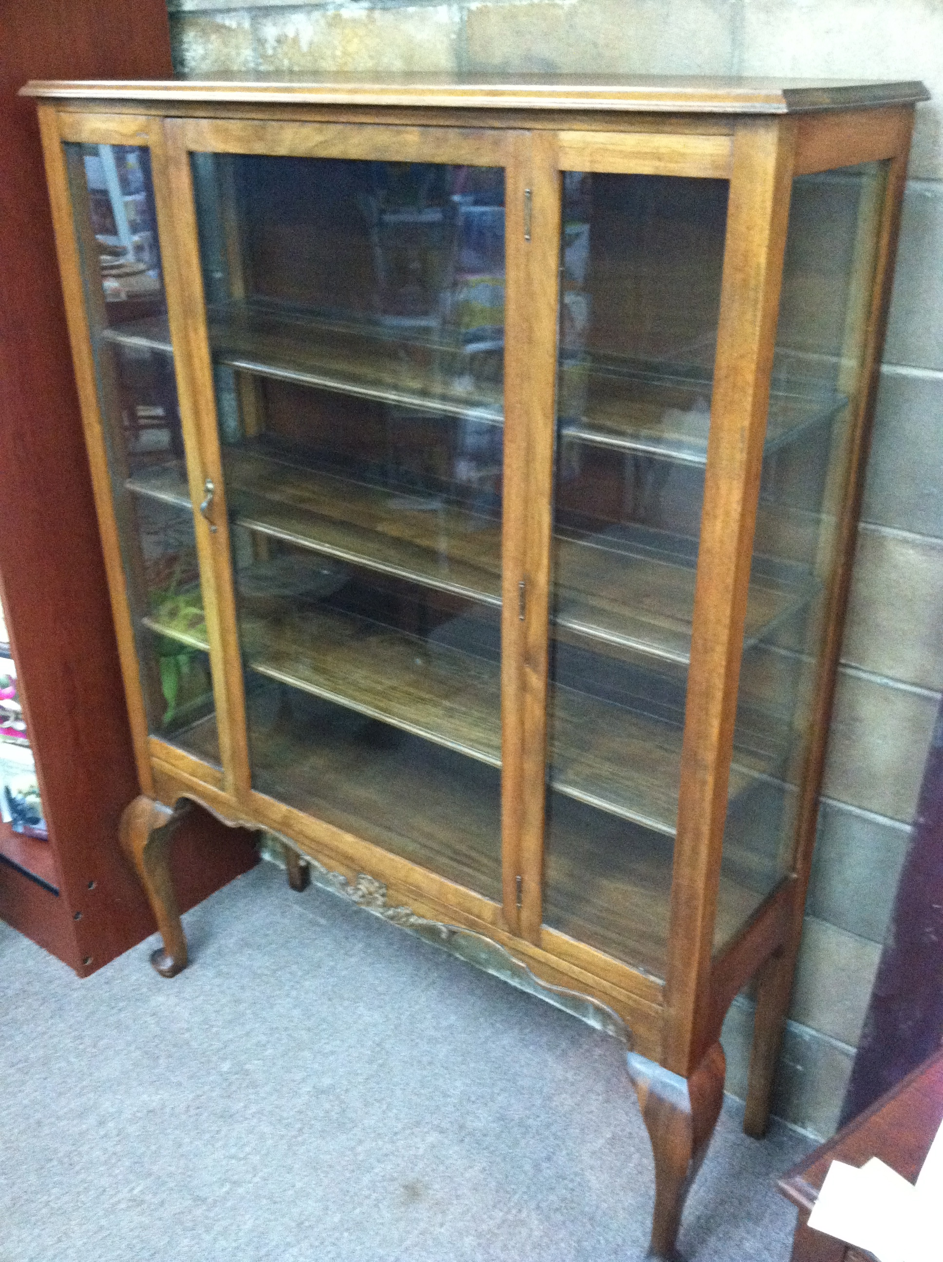 Gorgeous Antique Oak China Cabinet Circa 1920 For Sale