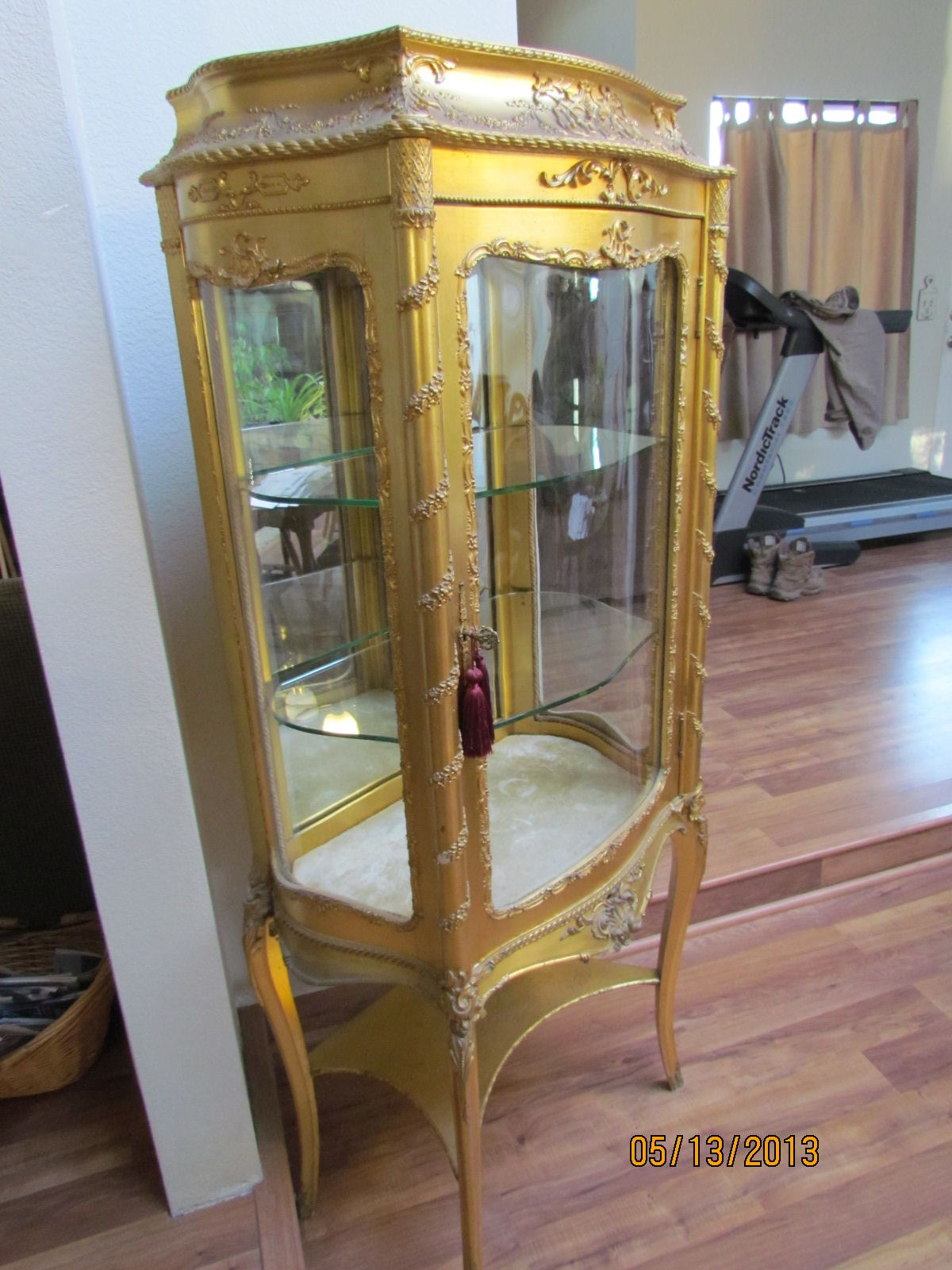 French Gold Leaf Curio Cabinet, Late 1800's - For Sale - French Gold Leaf Curio Cabinet, Late 1800's For Sale Antiques