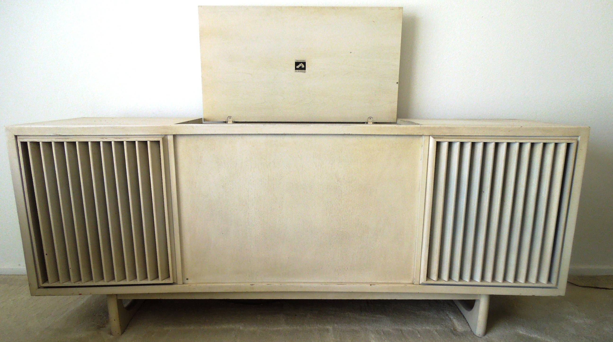1960s Vintage RCA Victrola AM/FM Stereo and Turntable Console For