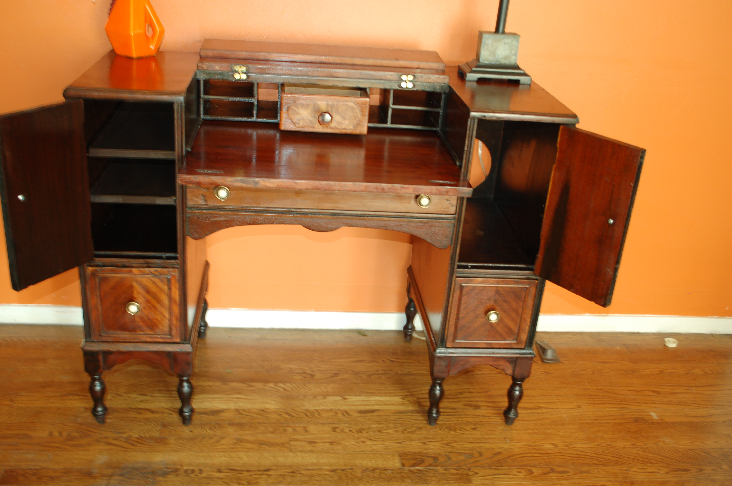 Hekman Folding Top Writing Desk For Sale Antiques.com Classifieds. Full resolution  image, nominally Width 3008 Height 2000 pixels, image with #BE4007.