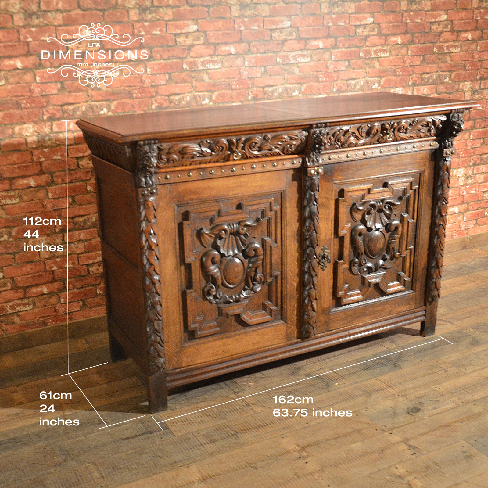 Antique belgian sideboard carved oak cabinet 19th for Sideboard real