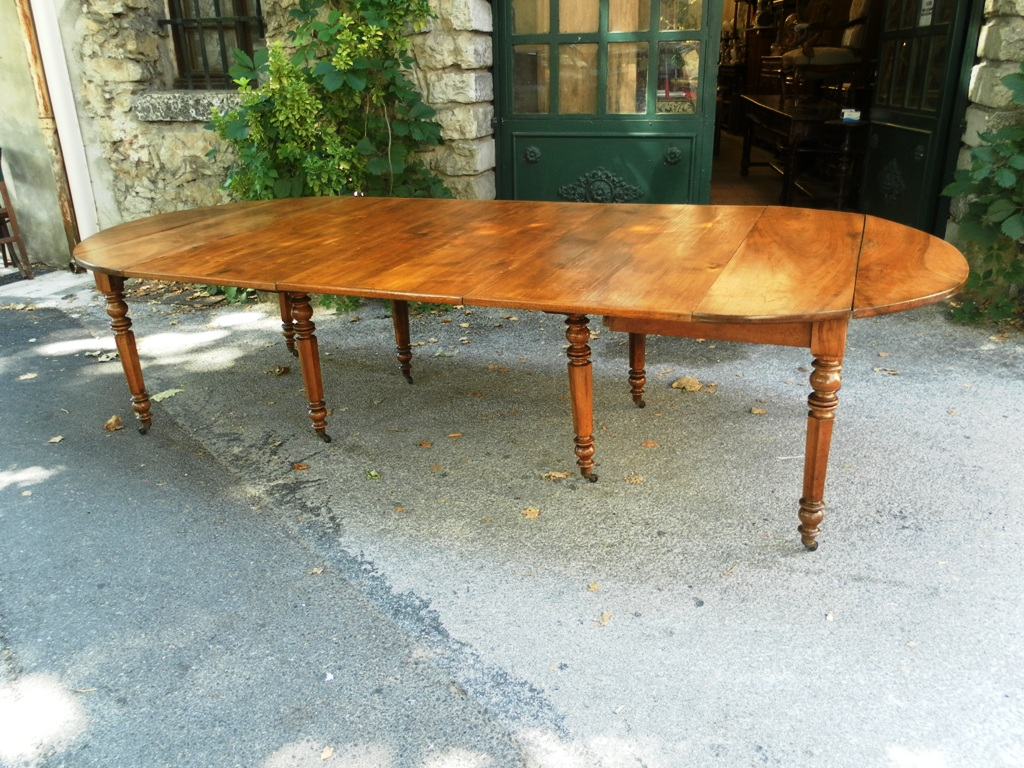 French louis philippe period table in walnut 119 inch for Table louis philippe