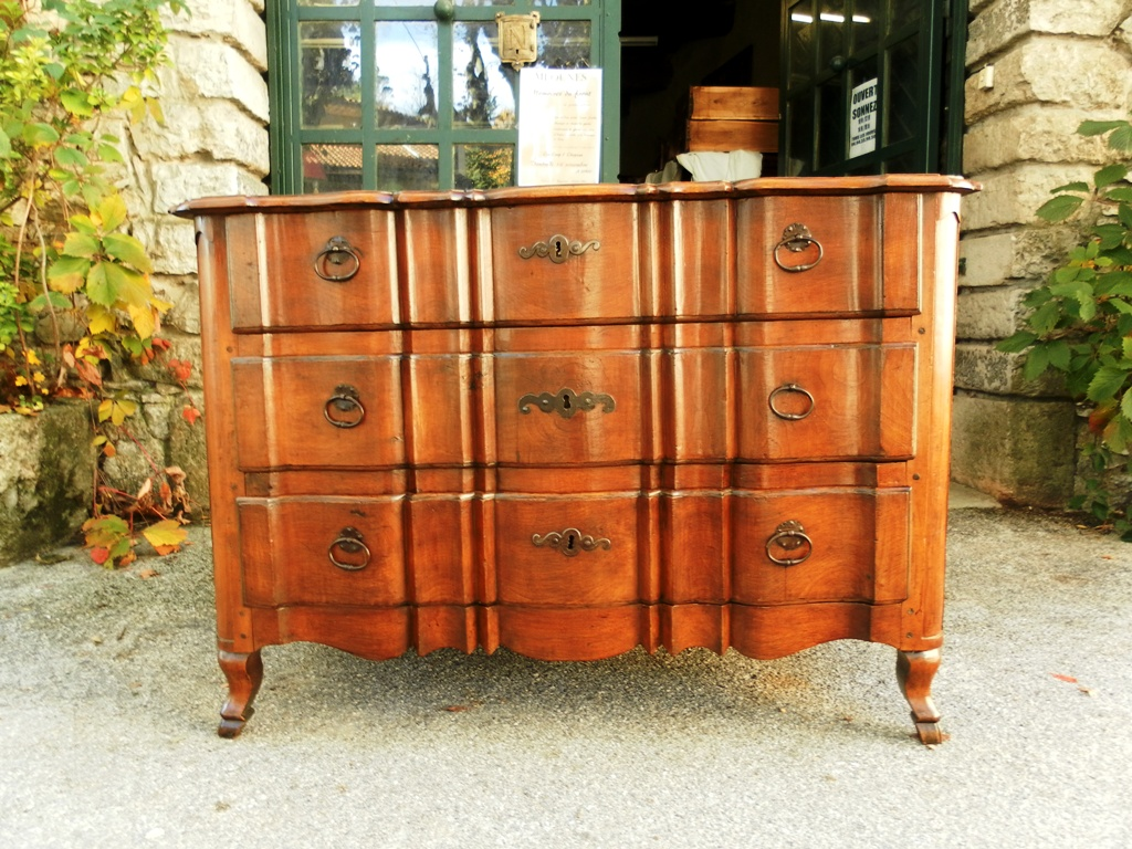 18th century french commode or chest of drawers for sale. Black Bedroom Furniture Sets. Home Design Ideas