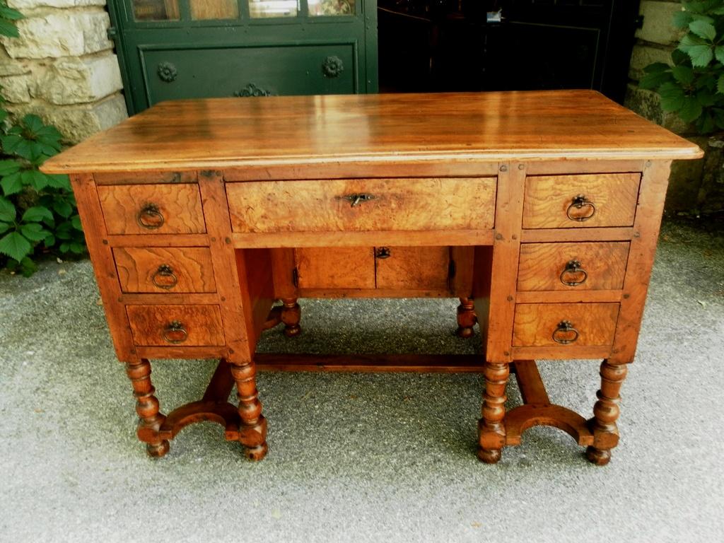 Provence 18th mazarin bureau desk in walnut for sale for Bureau for sale