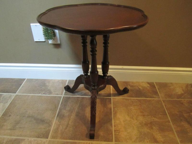 Vintage round pedestal side end table for sale for Round pedestal coffee table antique