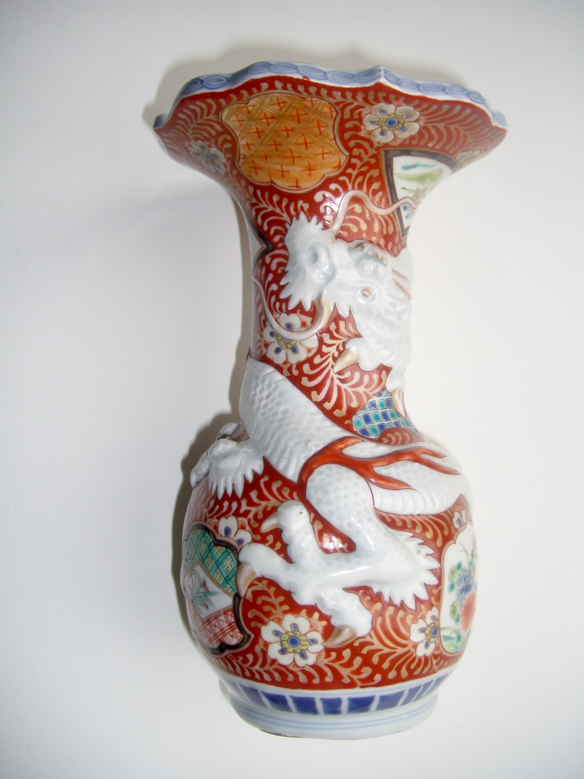 Japanese imari arita dragon vase antique for sale antiques this japanese imari or arita ware dragon vase is about 9 12 high i have not been able to identify the marks on the bottom in this clever design a dragon reviewsmspy