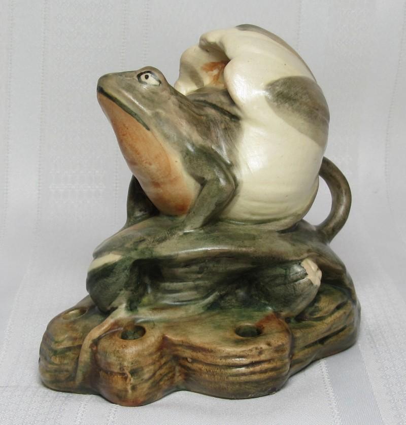 Weller Pottery Muskota Frog In Lotus Blossom Flower Frog Nice
