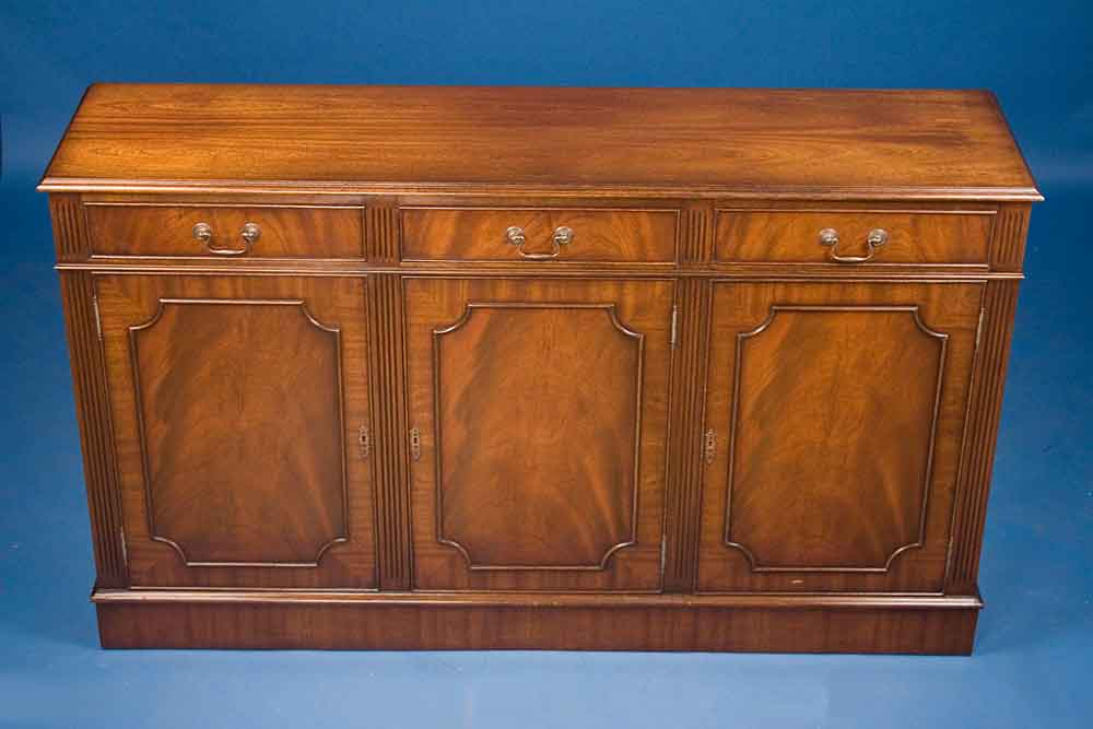Antique Georgian Style Mahogany Sideboard For Sale