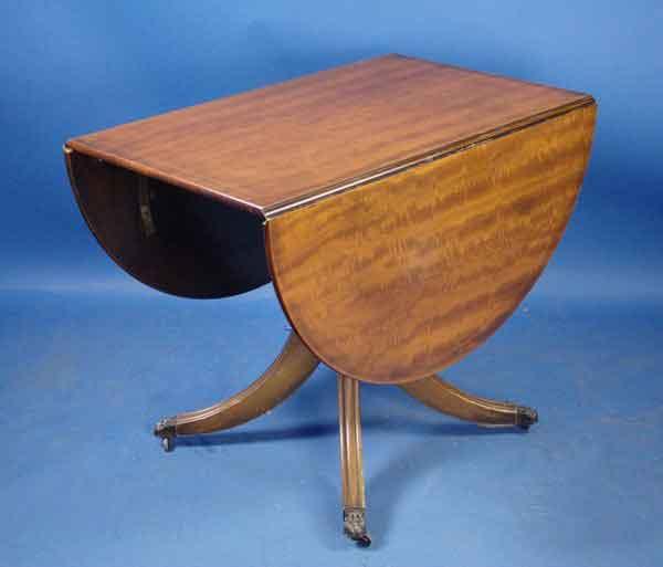 Beautiful Antique Mahogany Pedestal Drop Leaf Table   For Sale