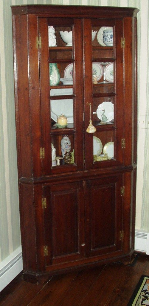 Southern Virginia American 19th Century Country Corner Cupboard - For Sale - Southern Virginia American 19th Century Country Corner Cupboard