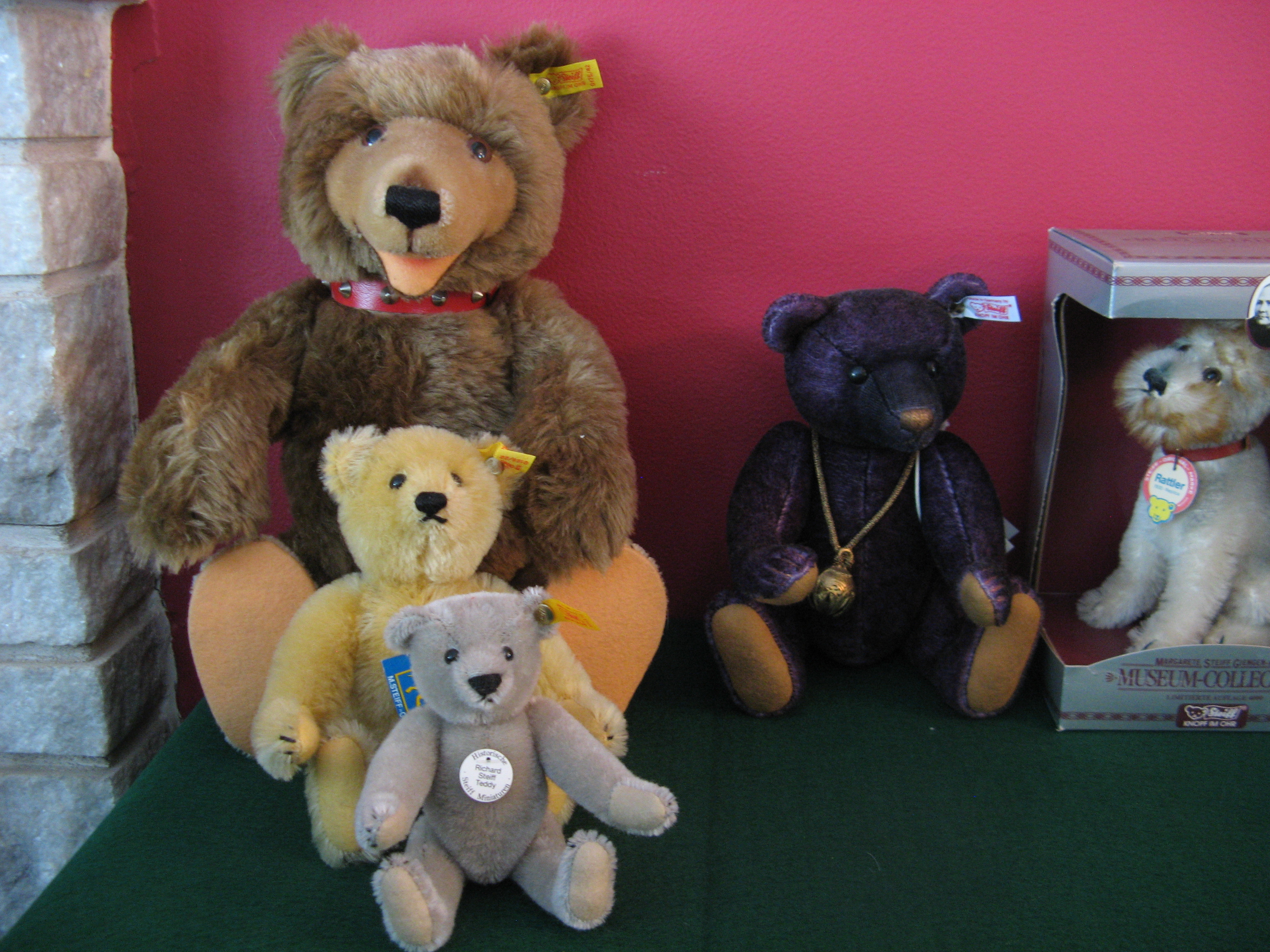 huge collection of steiff teddy bears for sale classifieds. Black Bedroom Furniture Sets. Home Design Ideas