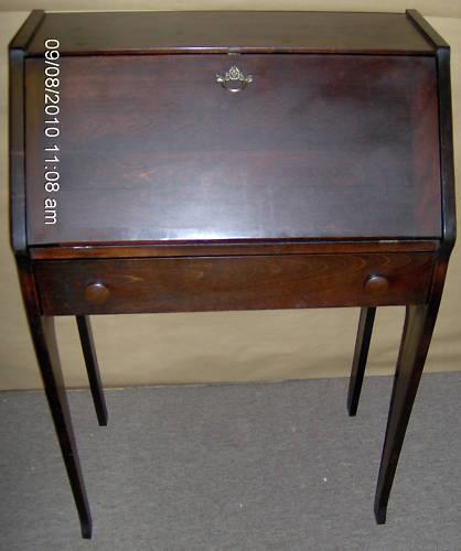 Vintage Small Mahogany Dropfront Secretary Desk - For Sale - Vintage Small Mahogany Dropfront Secretary Desk For Sale