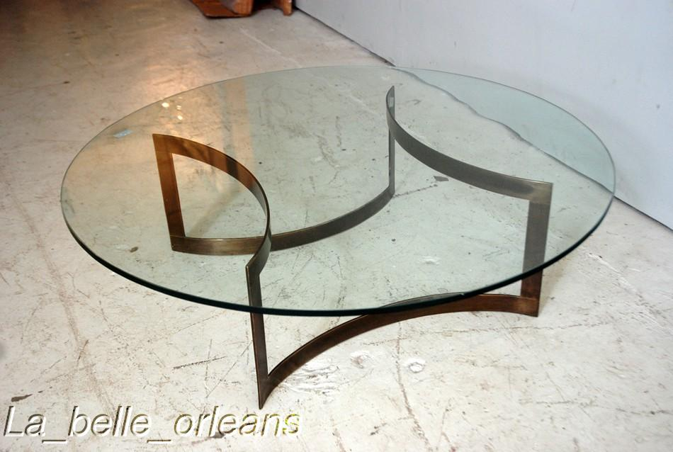 MID CENTURY MODERN ROUND BRASSGLASS COCKTAIL TABLE For Sale - Round brass glass side table
