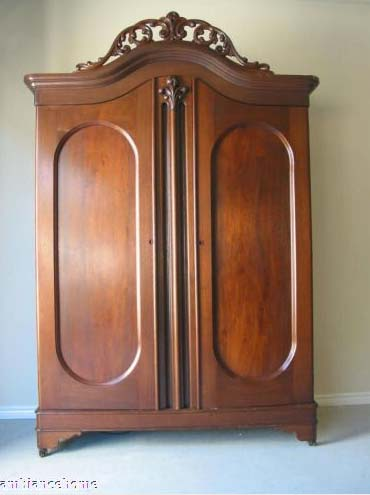 Delicieux 1850u0027s Double Door Armoire With A Pierced Carved Curved Crown. Inside This  Fabulous American Antique Armoire Are Shelves. Lovely Rounded Corners With  A ...