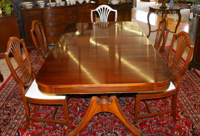 Pictured above is a mahogany Duncan Phyfe double pedestal dining ...