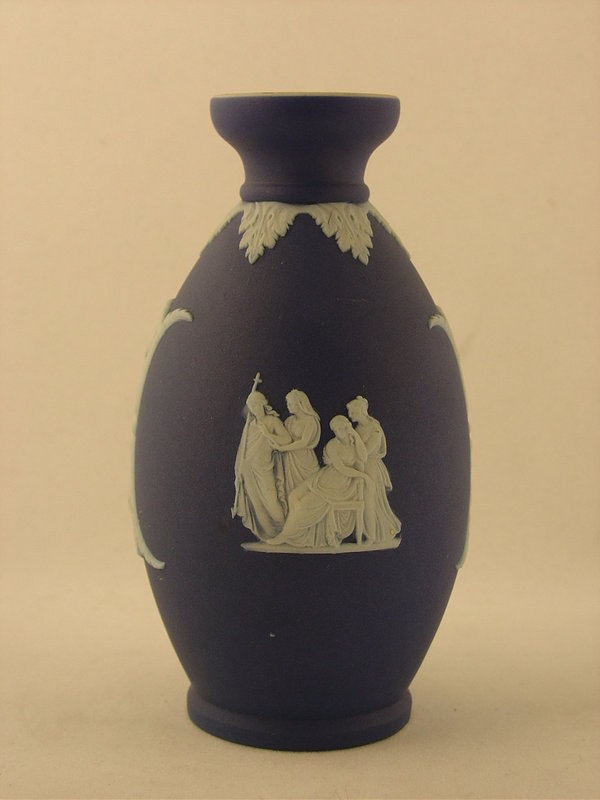 5 Blue And White Wedgwood Vase For Sale Antiques Classifieds