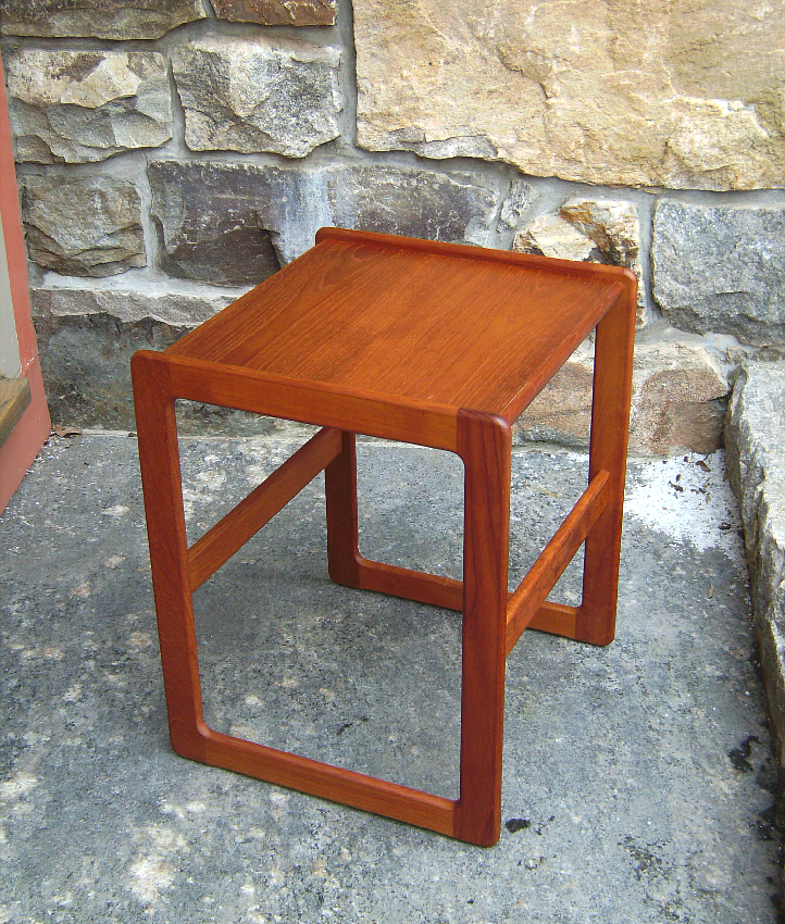 Koefoeds hornslet danish modern teak end table c1960 for Coffee tables 18 inches wide