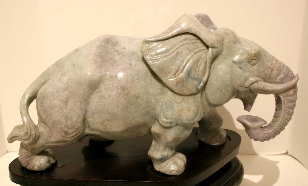 Lavender Jade Sculpture Of An Elephant Ck 0517 For Sale
